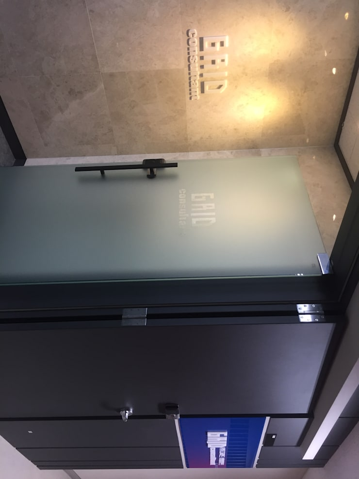 그리드 컨설턴트 사무실 인테리어: 세진 인테리어 디자인의  회사