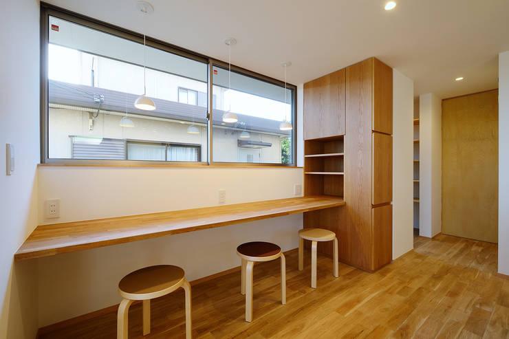 浜松市 三方原町の家: 株式会社kotoriが手掛けた書斎です。