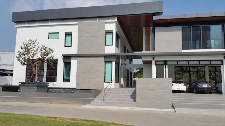 ผลงานสร้างบ้านพักอาศัย 2 ชั้น Modern Style by KL-Cons.:  บ้านและที่อยู่อาศัย by บริษัท เค.แอล.คอนสตรัคชั่น แอนด์ ซัพพลาย จำกัด
