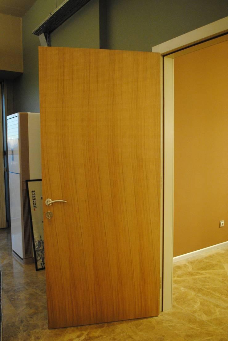 Ziynet Mobilya Dekorasyon San. Tic. Ltd. Şti. – ofis kapısı:  tarz Ofis Alanları & Mağazalar