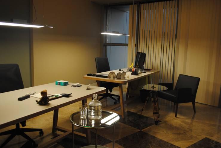 Ziynet Mobilya Dekorasyon San. Tic. Ltd. Şti. – ofis masası:  tarz Ofis Alanları & Mağazalar