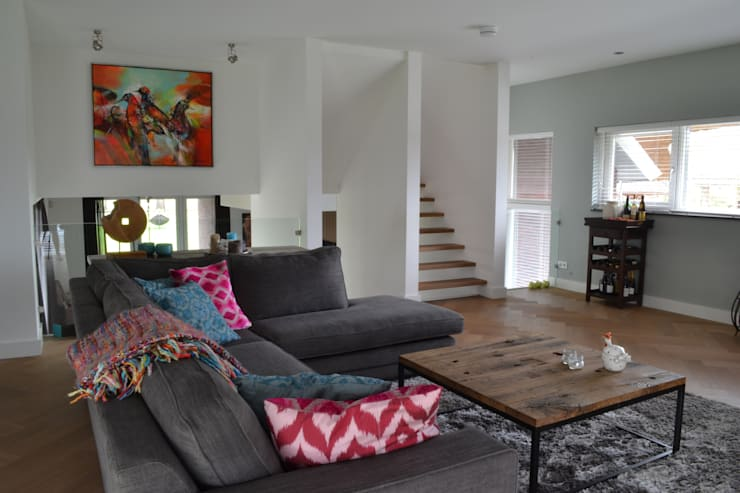 Interior Project: moderne Woonkamer door Wood! by Vorselaars