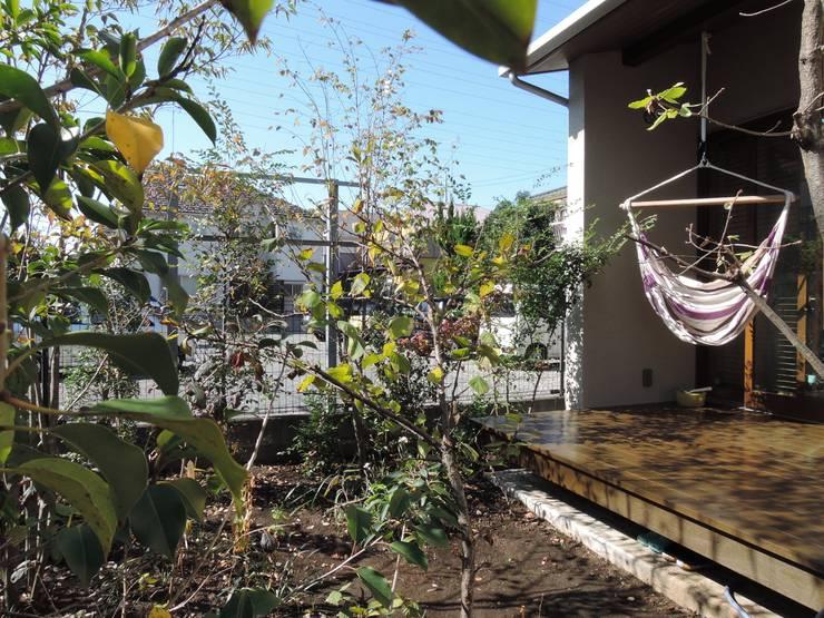 南庭: 有限会社 アンドウ・アトリエが手掛けた庭です。