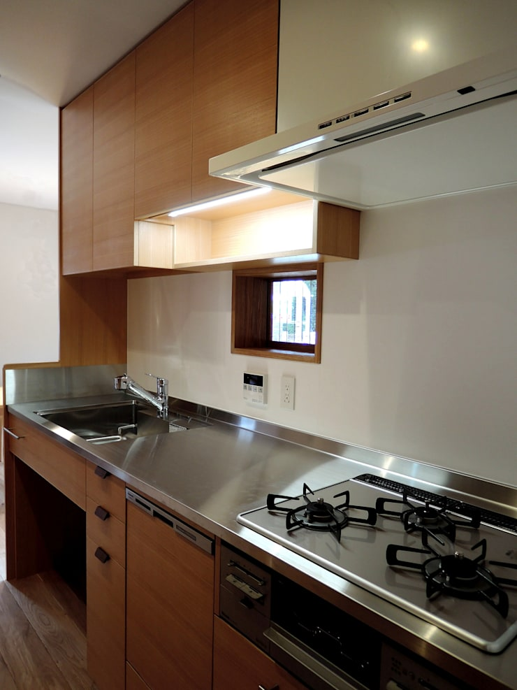台所: 有限会社 アンドウ・アトリエが手掛けたキッチンです。