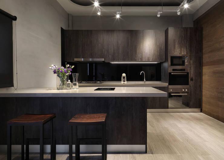 Kitchen by 夏沐森山設計整合
