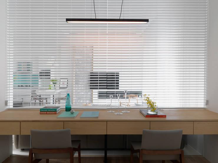 Projekty,  Domowe biuro i gabinet zaprojektowane przez 夏沐森山設計整合