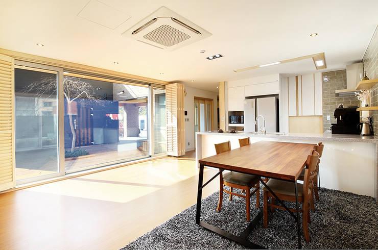 세종시 단독주택: 건축사사무소 사람인의  거실
