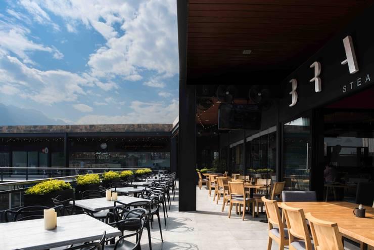Terraza: Restaurantes de estilo  por Segovia ARQ