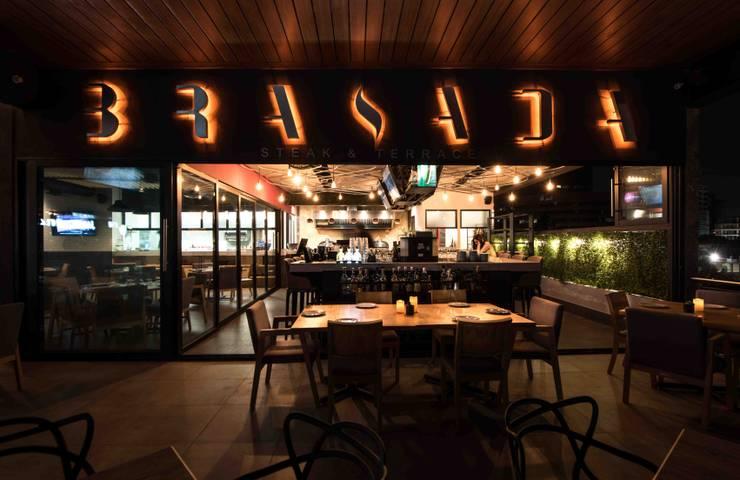 Terraza y bar: Restaurantes de estilo  por Segovia ARQ
