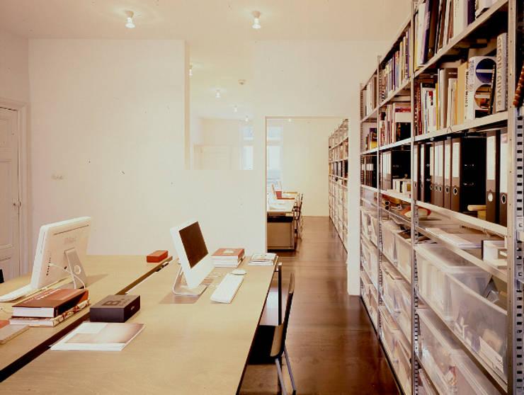 RECYCLING THE PAST:  Studeerkamer/kantoor door ZOOM.INDUSTRIES