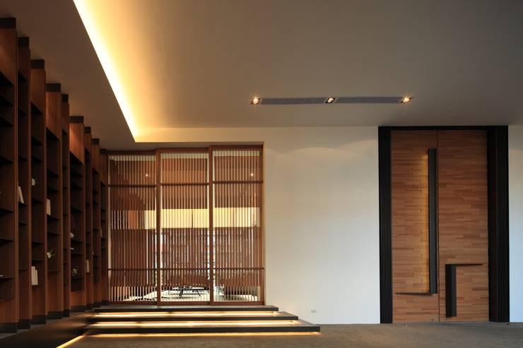 入口大廳:  展覽中心 by Arcadian Design 冶鑄設計