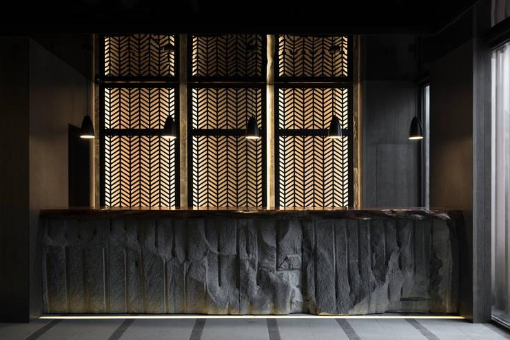 九川堂鍋物 (redot award 2016 設計獎):  餐廳 by 周易設計