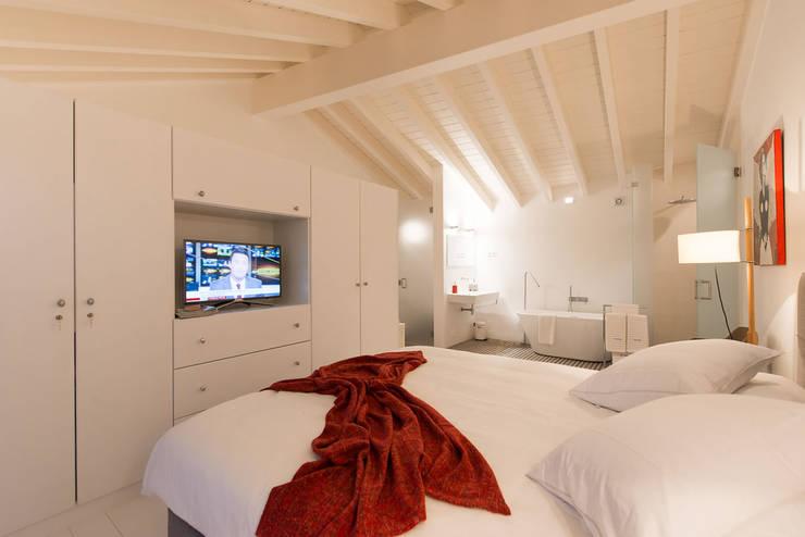 Baños de estilo minimalista por studioarte