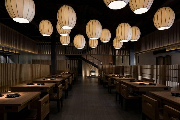 輕井澤  拾七 永春東七店 (redot award 2016 設計獎):  餐廳 by 周易設計