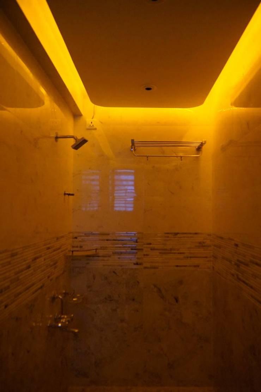 Maniar's: modern Bathroom by mithil gandhi - interior designer