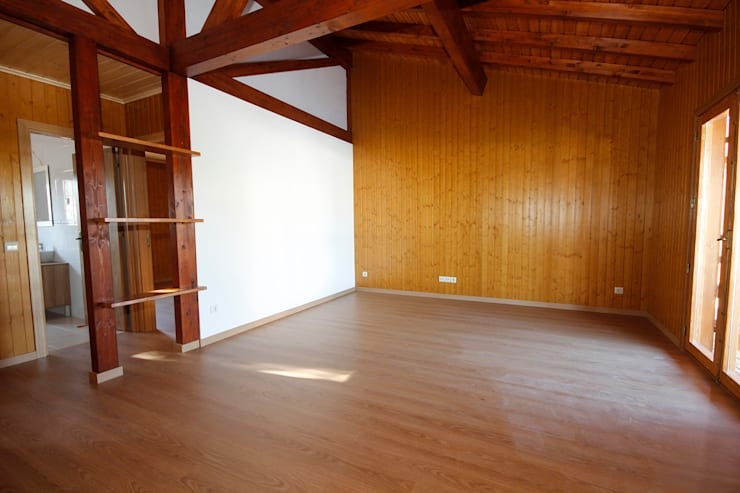 Elegância & Conforto: Salas de estar  por ECOSITANA - Casas de Madeira Portugal