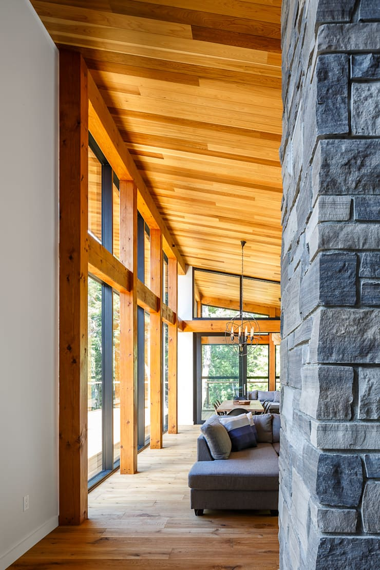 Lac St. Sixte Summer Residence:  Living room by Flynn Architect