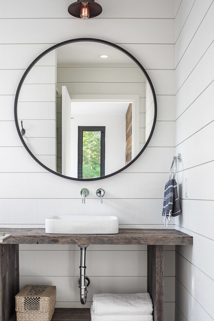 Lac St. Sixte Summer Residence:  Bathroom by Flynn Architect