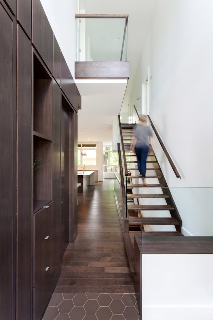 McKellar Park New Home:  Corridor & hallway by Jane Thompson Architect