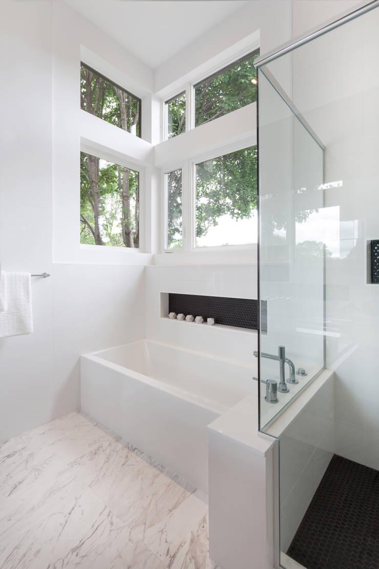 McKellar Park New Home: modern Bathroom by Jane Thompson Architect