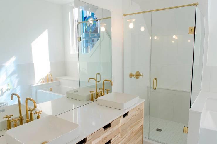 New Edinburgh Renovations: scandinavian Bathroom by Jane Thompson Architect