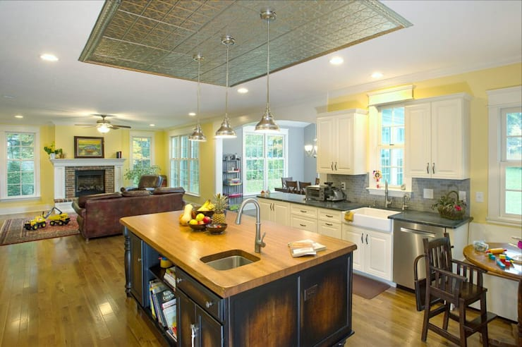 Shaker Heights: colonial Kitchen by New Leaf Home Design