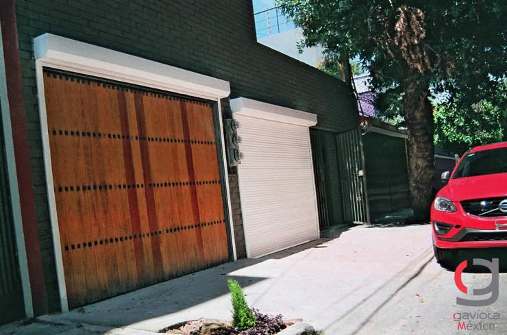 PERSIANA EUROPEA GAVIOTA DE SEGURIDAD ALUMINIO EXTRUSION PARA GARAJES: Garajes de estilo  por GAVIOTA MEXICO