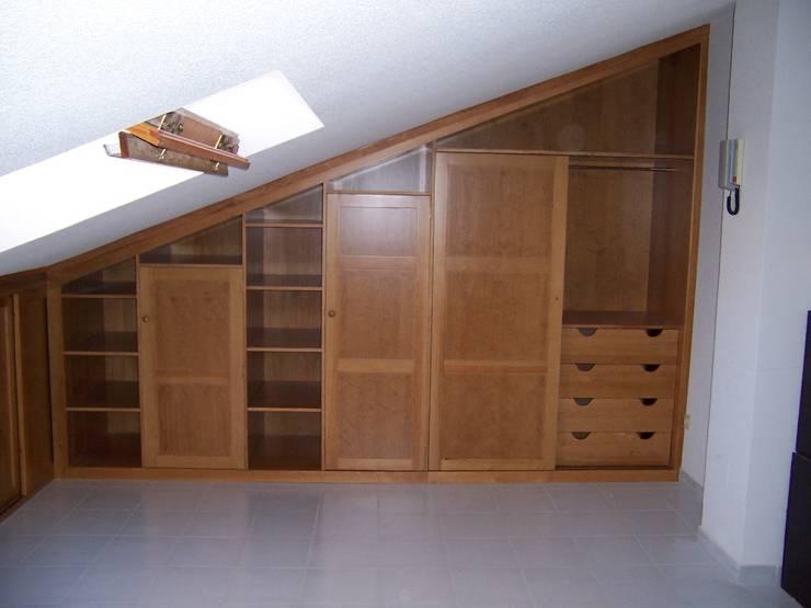 Closets de estilo  por la alacena segoviana s.l