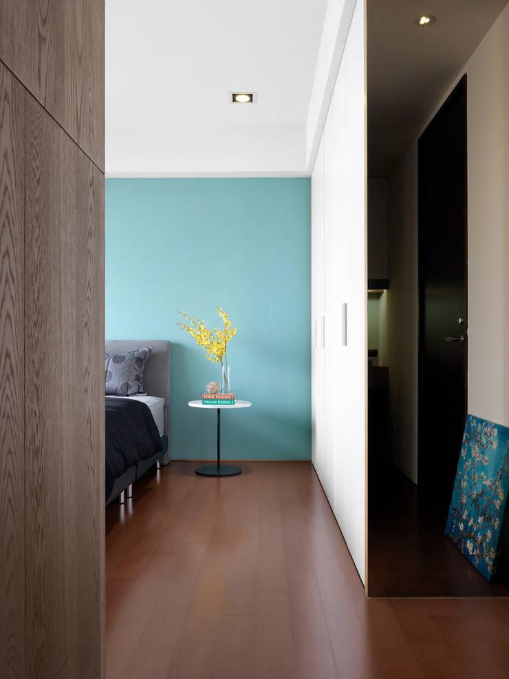 Bedroom by 夏沐森山設計整合
