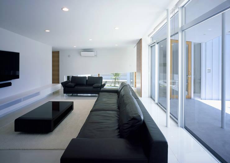 薩摩川内の住宅: アトリエ環 建築設計事務所が手掛けたリビングです。