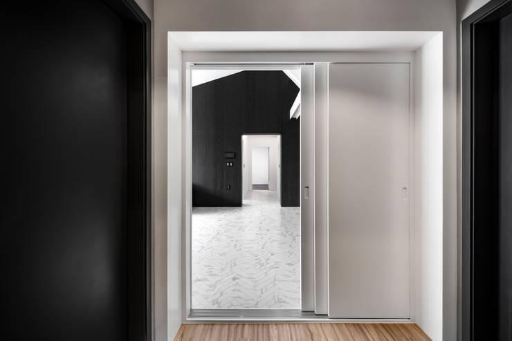 The corridor: STARSIS의  복도 & 현관