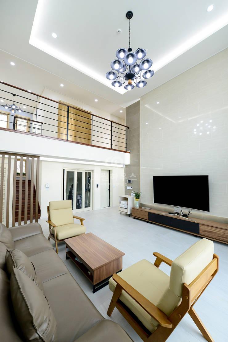 홍천 모곡리 주택: 코원하우스의  거실