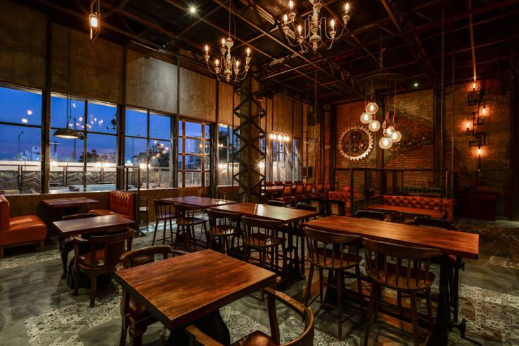 TUF - The Urban Foundry:  Bars & clubs by Studio K-7 Designs Pvt. Ltd
