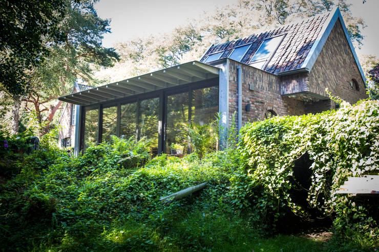 Achterzijde:   door Joost Reijnen architect
