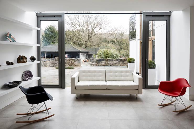 Internal shot: modern Living room by Trombe Ltd