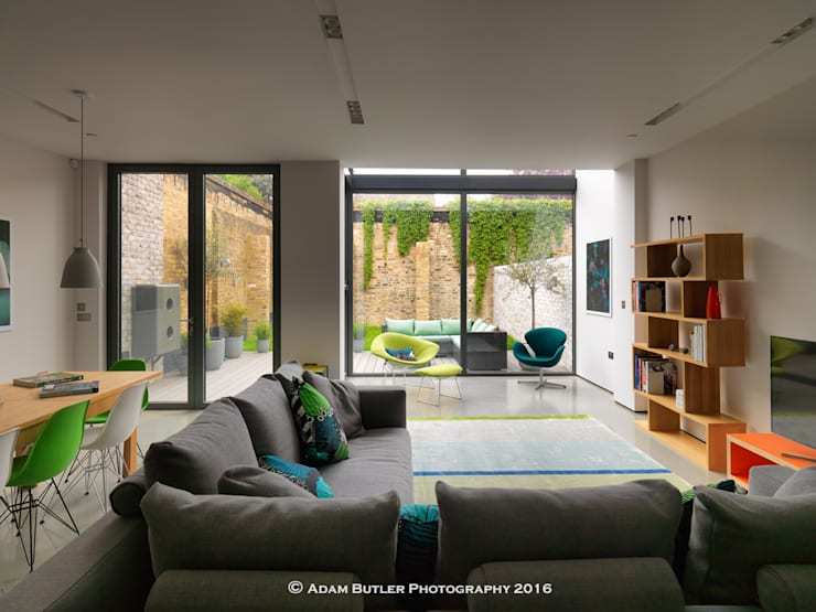 Stonechat Mews Roehampton :  Living room by The Crawford Partnership, Modern
