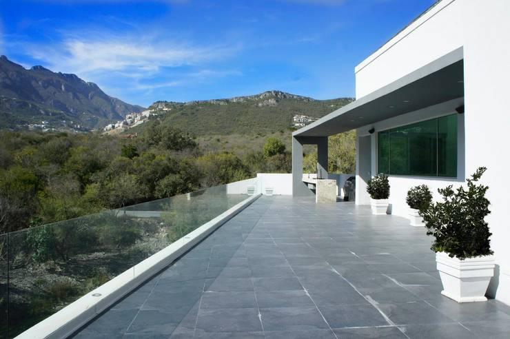 RESIDENCIA ANTIGUO SAN AGUSTIN: Casas de estilo  por TREVINO.CHABRAND | Architectural Studio