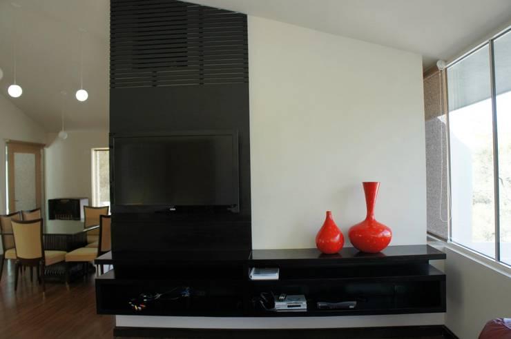 RESIDENCIA ANTIGUO SAN AGUSTIN: Salas de estilo  por TREVINO.CHABRAND | Architectural Studio