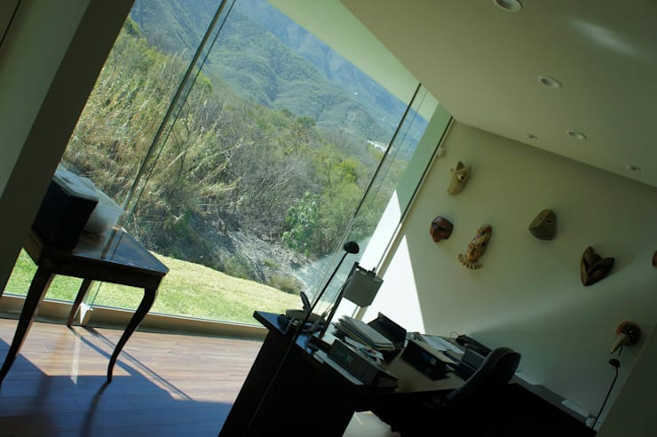 RESIDENCIA ANTIGUO SAN AGUSTIN: Estudios y oficinas de estilo  por TREVINO.CHABRAND | Architectural Studio