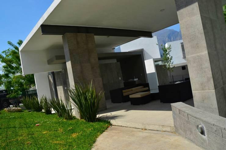 RESIDENCIA LAS MONTAÑAS: Salas de estilo  por TREVINO.CHABRAND   Architectural Studio