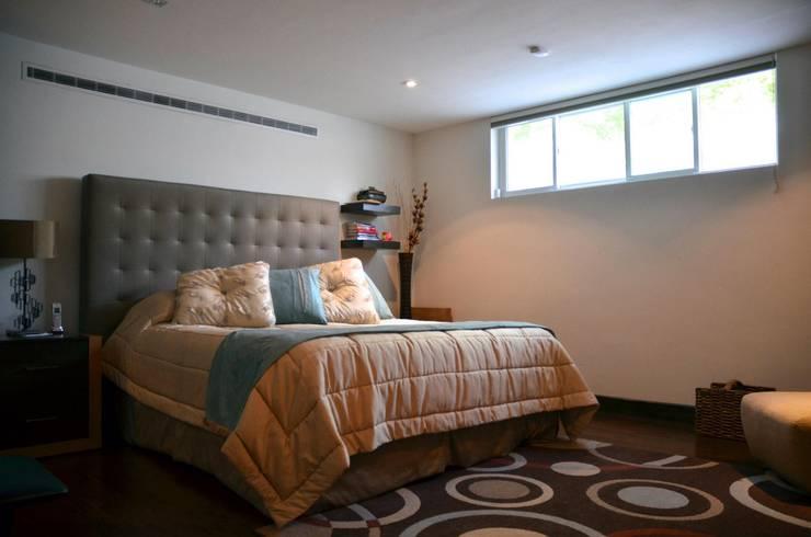 Dormitorios de estilo  por TREVINO.CHABRAND | Architectural Studio