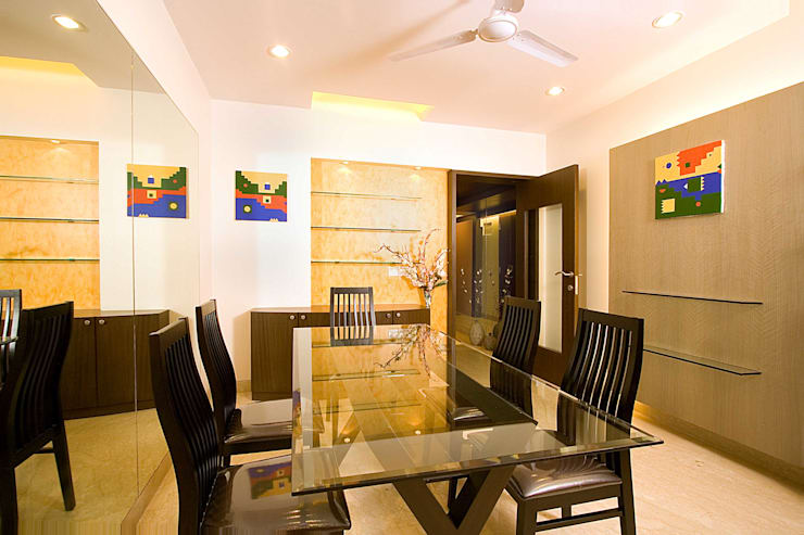 Residential:  Dining room by Sudhir Diwan and Associate