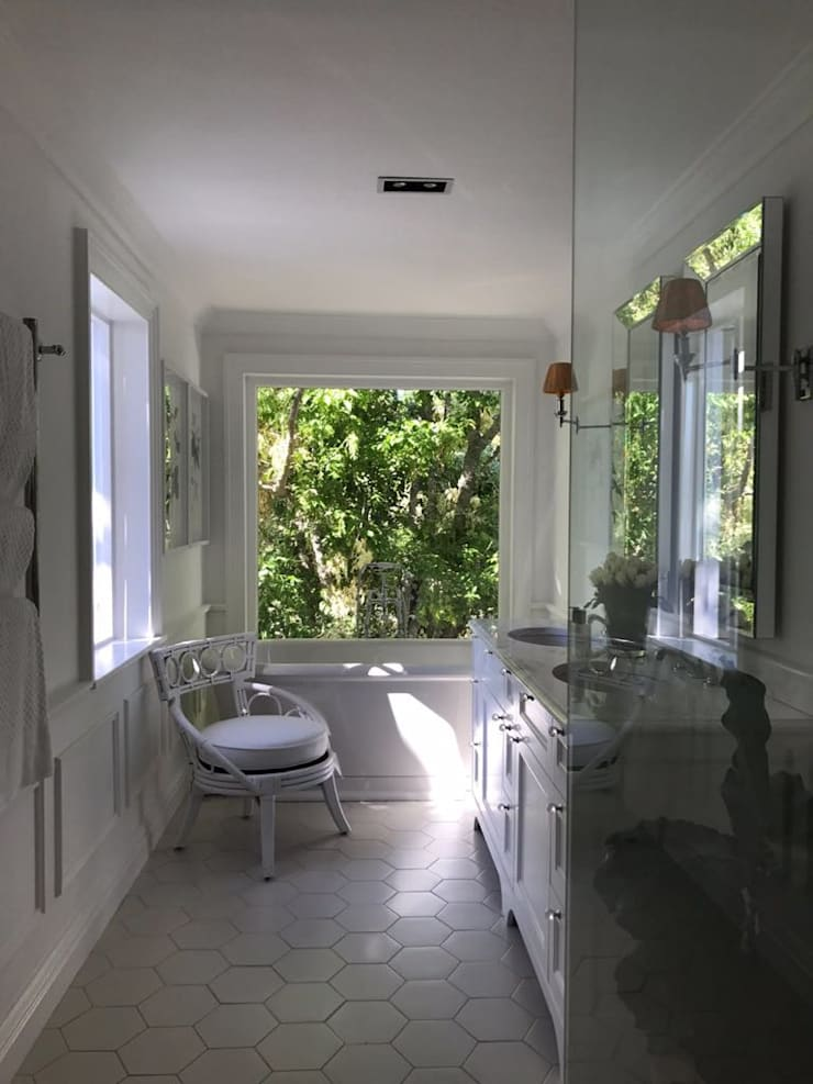 Bathroom:  Bathroom by Holloway and Hound architecture and interiors