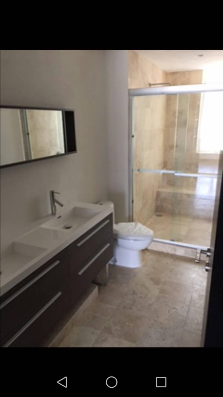 Casa Habitación: Baños de estilo  por casas eco constructora