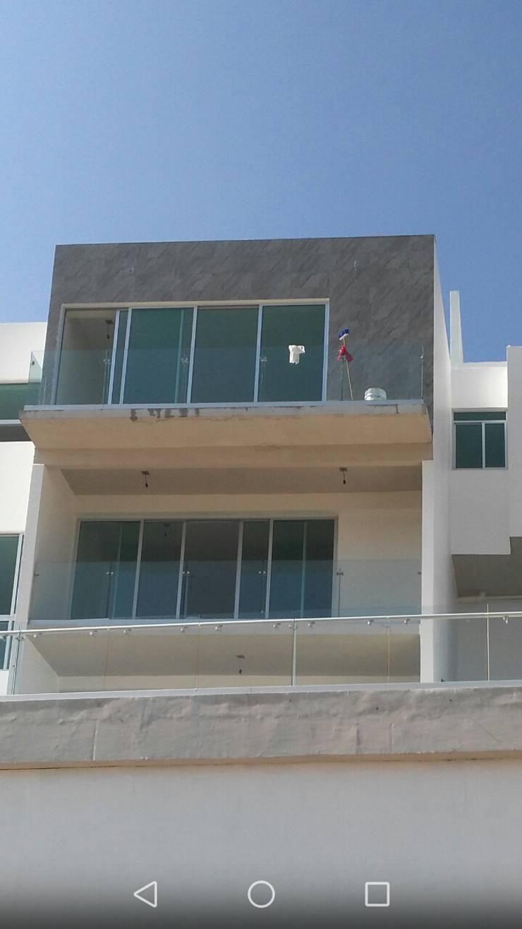 Casa Habitación: Casas de estilo  por casas eco constructora