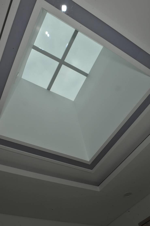 내량리 주택: ZIUM ARCHITECTURE & INTERIOR DESIGN의  창문