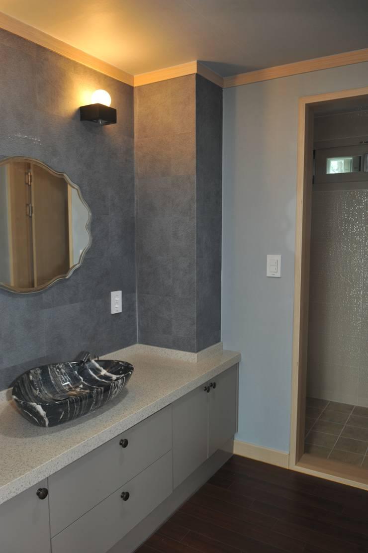 내량리 주택: ZIUM ARCHITECTURE & INTERIOR DESIGN의  욕실
