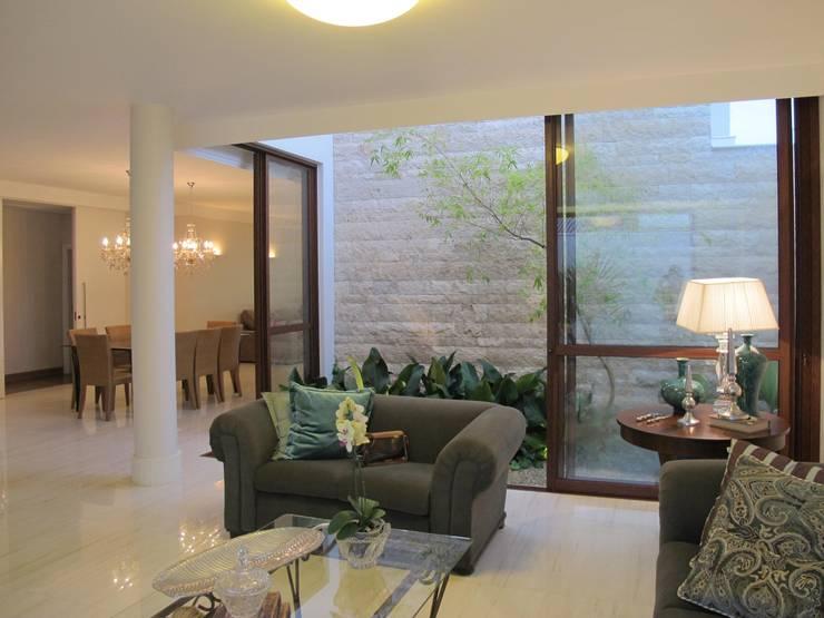 Salas de estilo  por Cia de Arquitetura