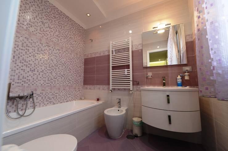 Baños de estilo  por yesHome
