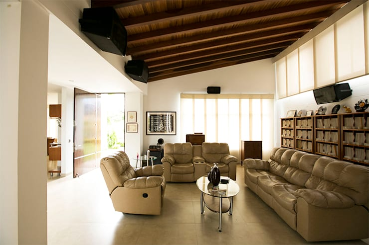 tropical Living room by Arquitectura Positiva